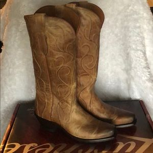 New in Box Tan Brown Lucchese women's boots sz 8